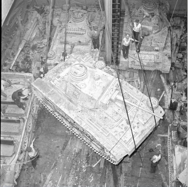 Panzer IV Africa Korps - Tamiya - 1/35 - Page 9 12508810