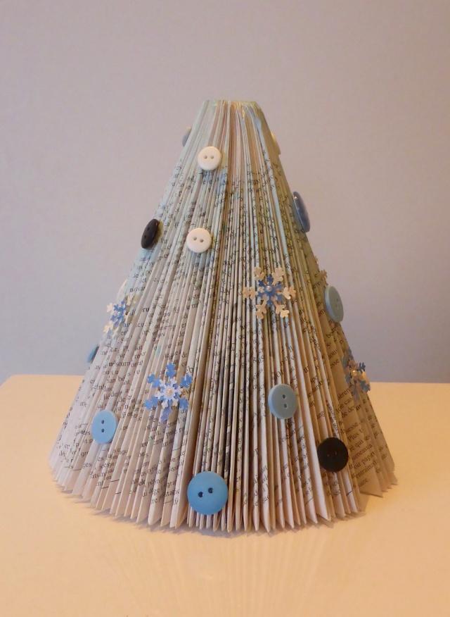 10 décembre - sapin en papier (pliage) P1040042