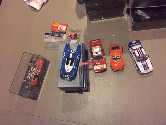 a vendre lot de voitures et de pièces  Img_1212