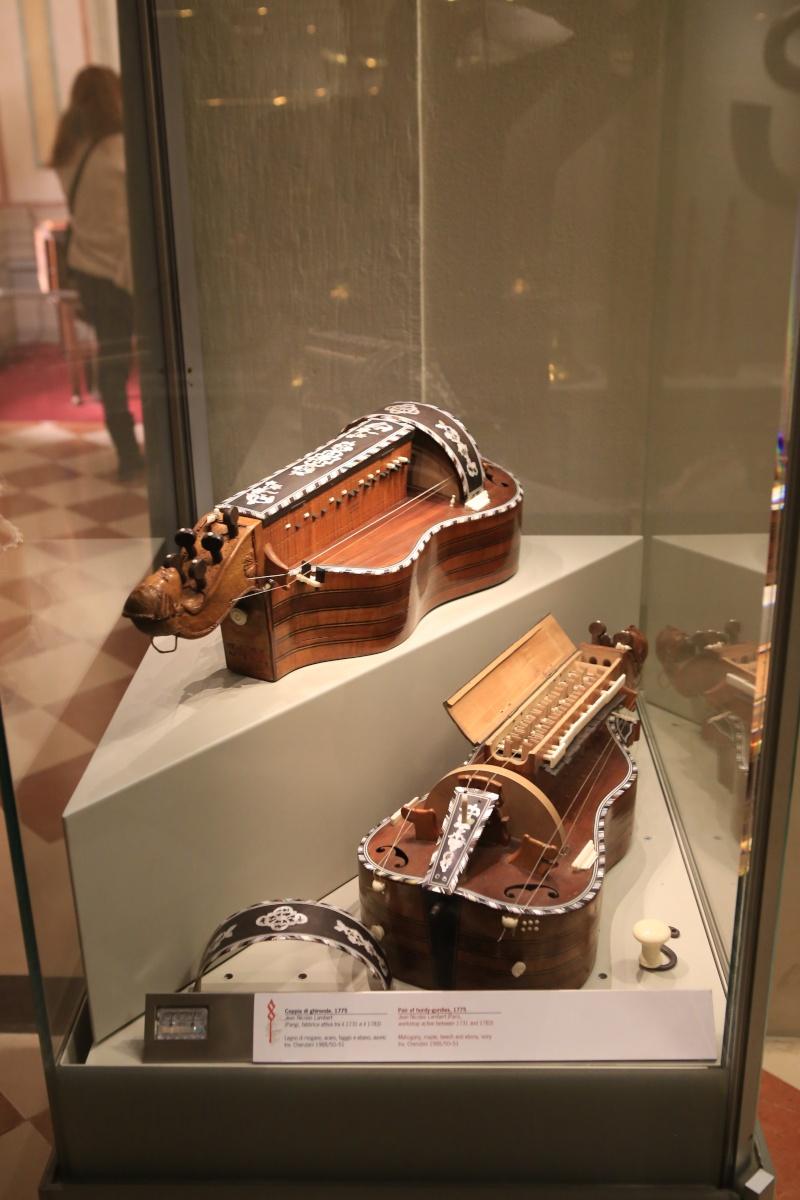 Stradivari?  E il pianoforte dove è nato? Img_7412
