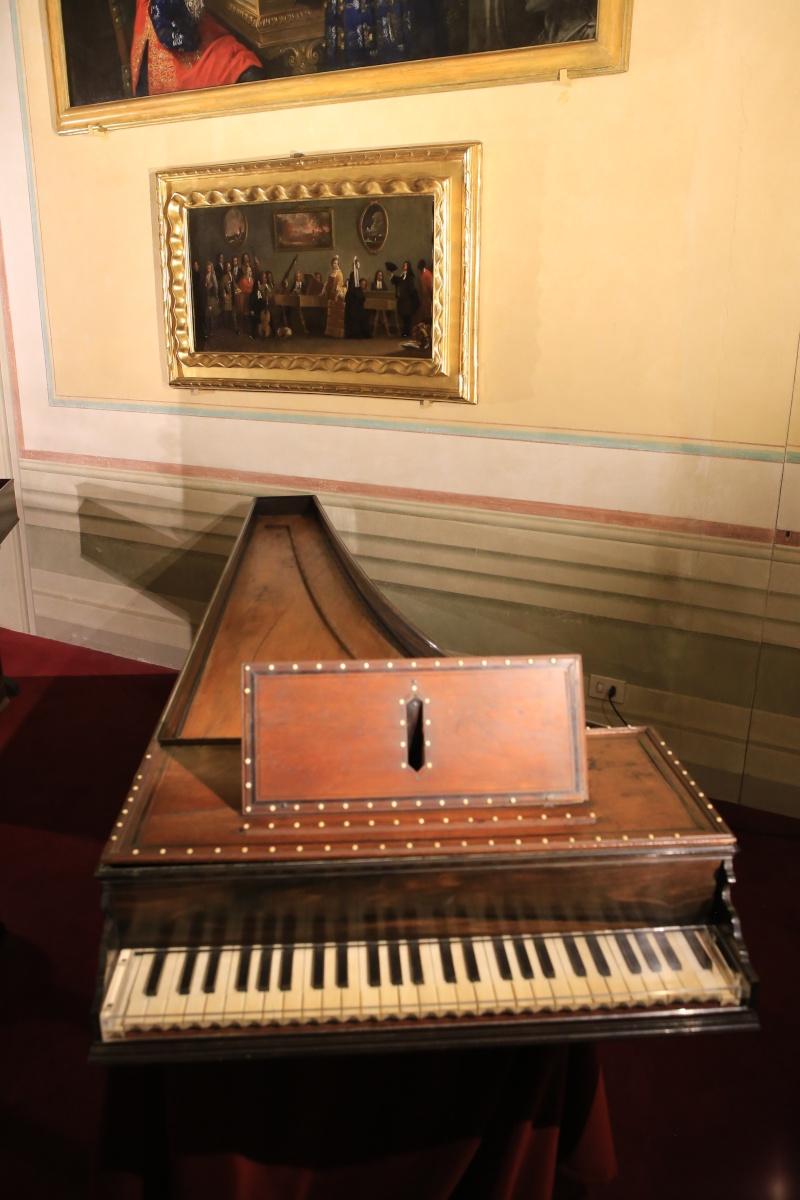 Stradivari?  E il pianoforte dove è nato? Img_7420