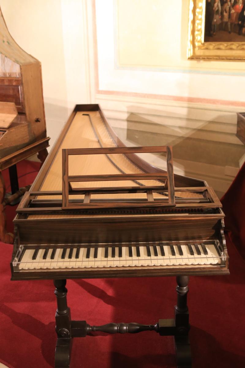 Stradivari?  E il pianoforte dove è nato? Img_7421