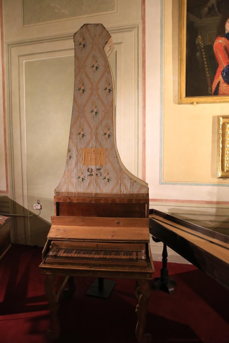 Stradivari?  E il pianoforte dove è nato? Img_7422