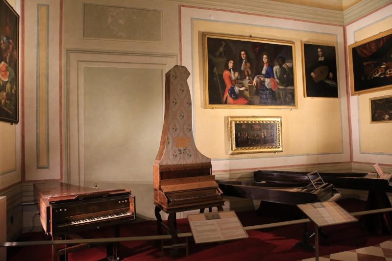 Stradivari?  E il pianoforte dove è nato? Img_7423