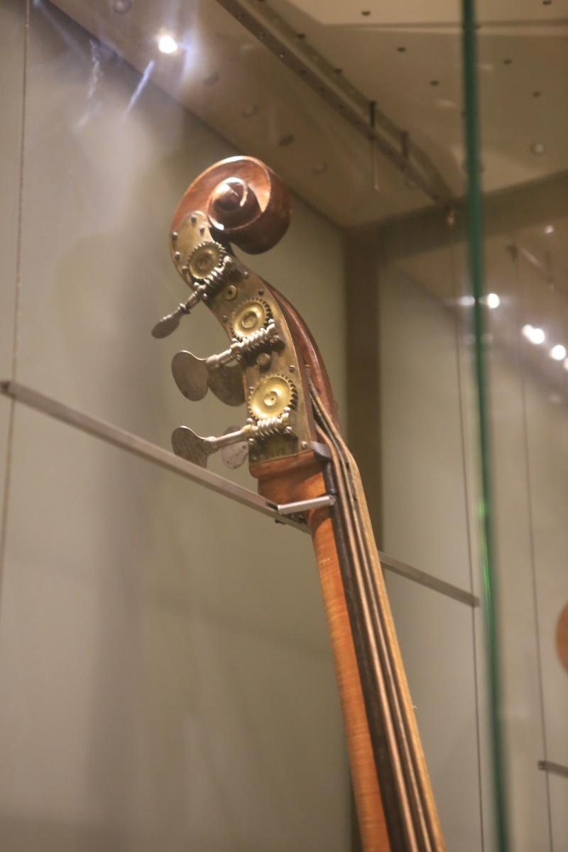 Stradivari?  E il pianoforte dove è nato? Img_7425
