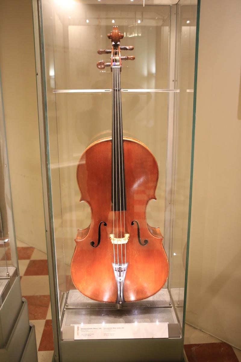 Stradivari?  E il pianoforte dove è nato? Img_7427