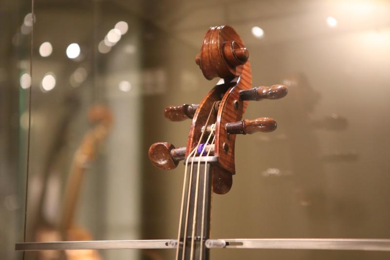 Stradivari?  E il pianoforte dove è nato? Img_7428