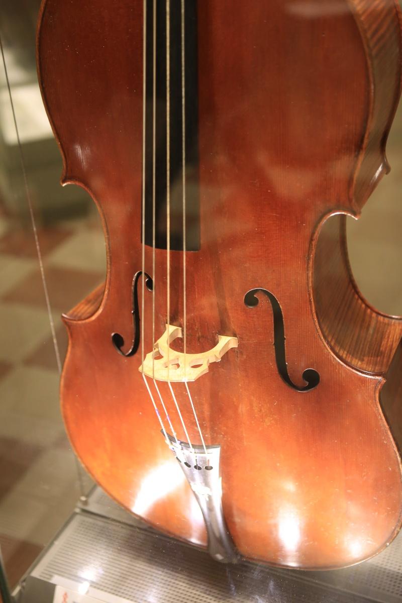 Stradivari?  E il pianoforte dove è nato? Img_7429
