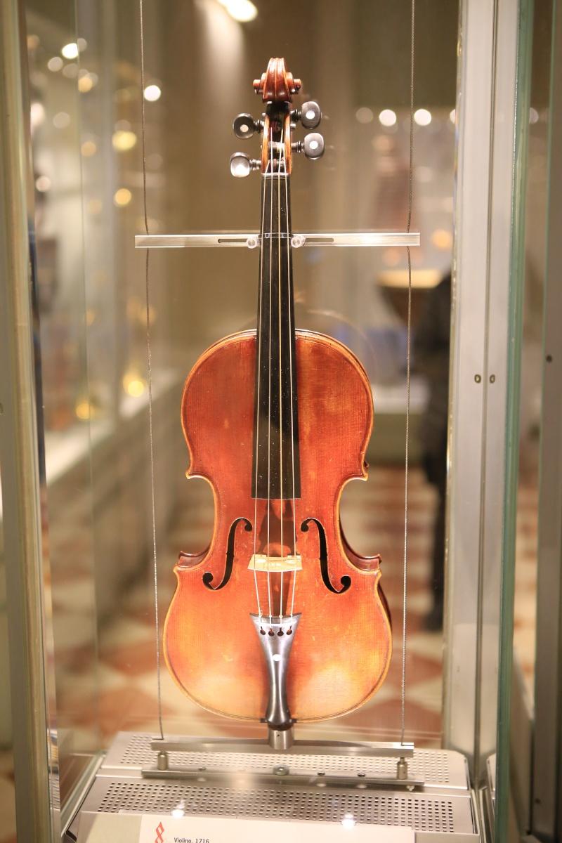 Stradivari?  E il pianoforte dove è nato? Img_7430