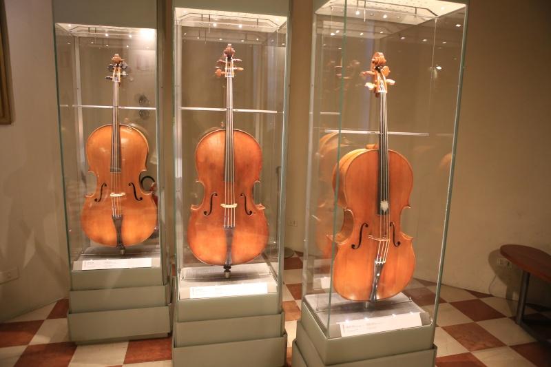 Stradivari?  E il pianoforte dove è nato? Img_7433