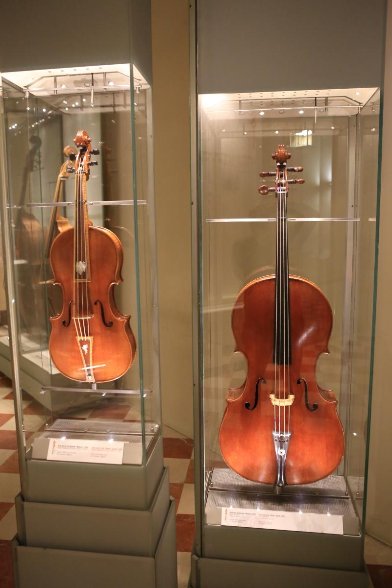 Stradivari?  E il pianoforte dove è nato? Img_7435