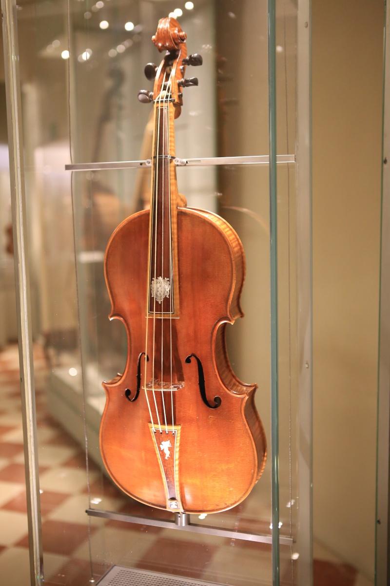 Stradivari?  E il pianoforte dove è nato? Img_7436