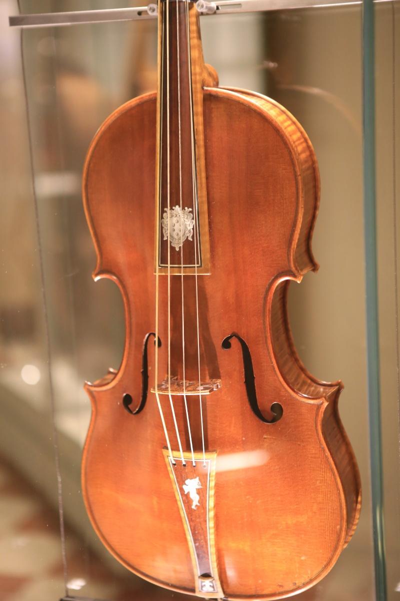 Stradivari?  E il pianoforte dove è nato? Img_7437