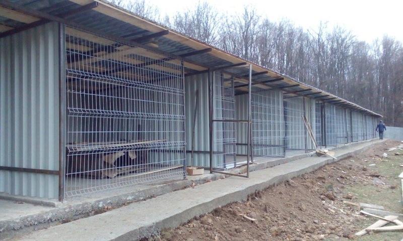 La construction du refuge a débuté - Page 3 12247810