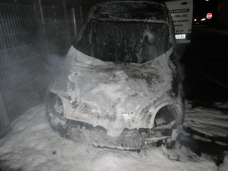 voiture brulé a MOI Voitur13
