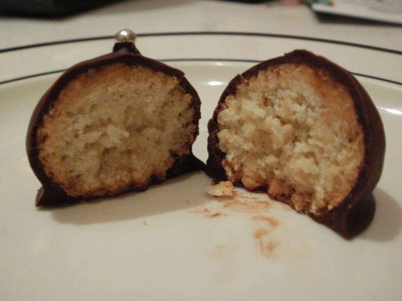 Bouchées amandes-koko enrobées de chocolat Boucha10