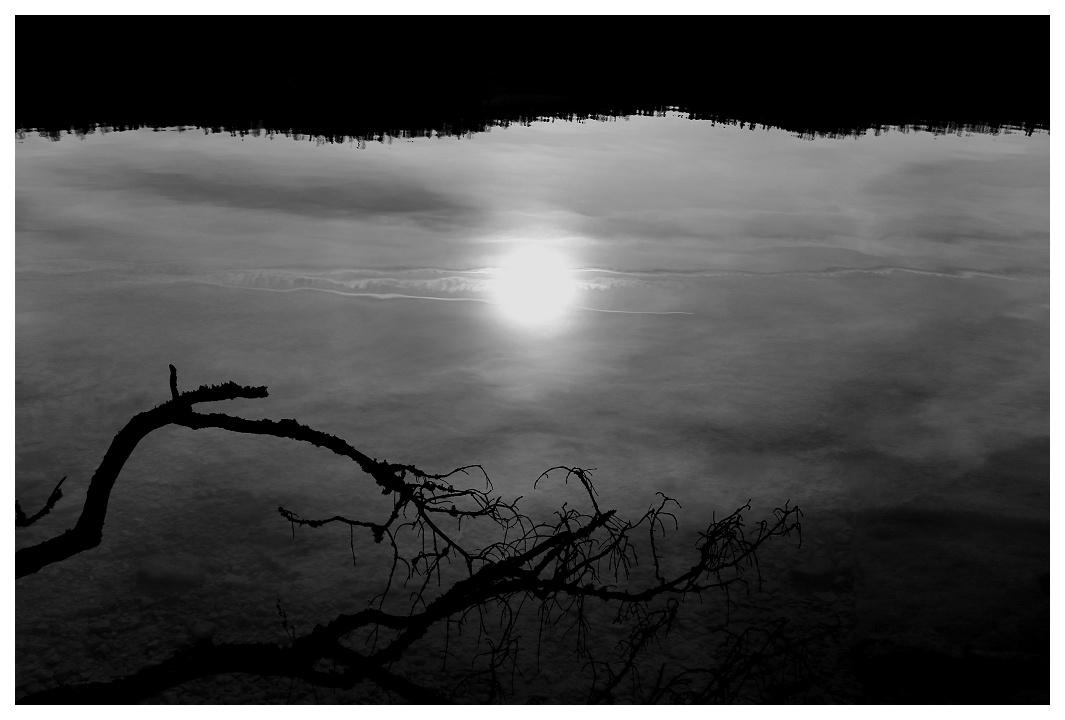 Soleil blafard au fond du lac Lac0110