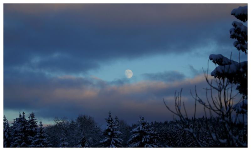 la nuit arrive vite ici Moon10