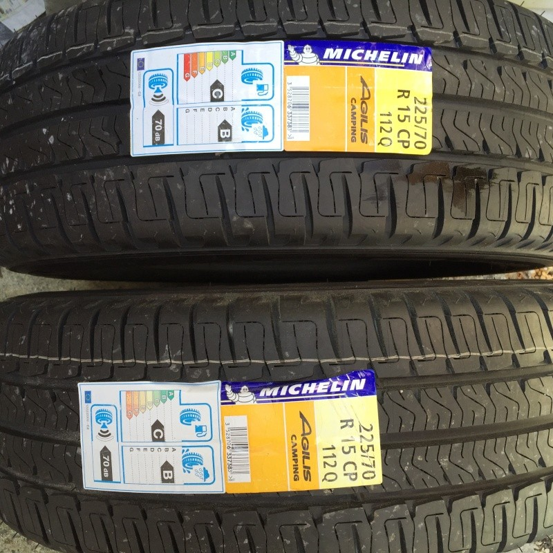 Vends deux pneus neuf Michelin AGILIS Camping 225-70 R15CP 112Q 225-7010