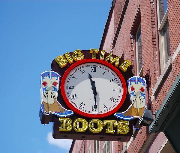 Reçu un beau diapo....Les horloges et pendules des rues..... - Page 6 Clock_10