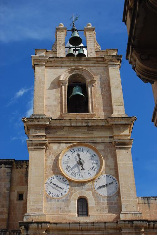 Reçu un beau diapo....Les horloges et pendules des rues..... - Page 5 Horl_c10