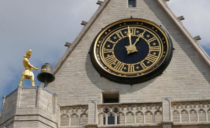 Reçu un beau diapo....Les horloges et pendules des rues..... - Page 6 Horl_l10