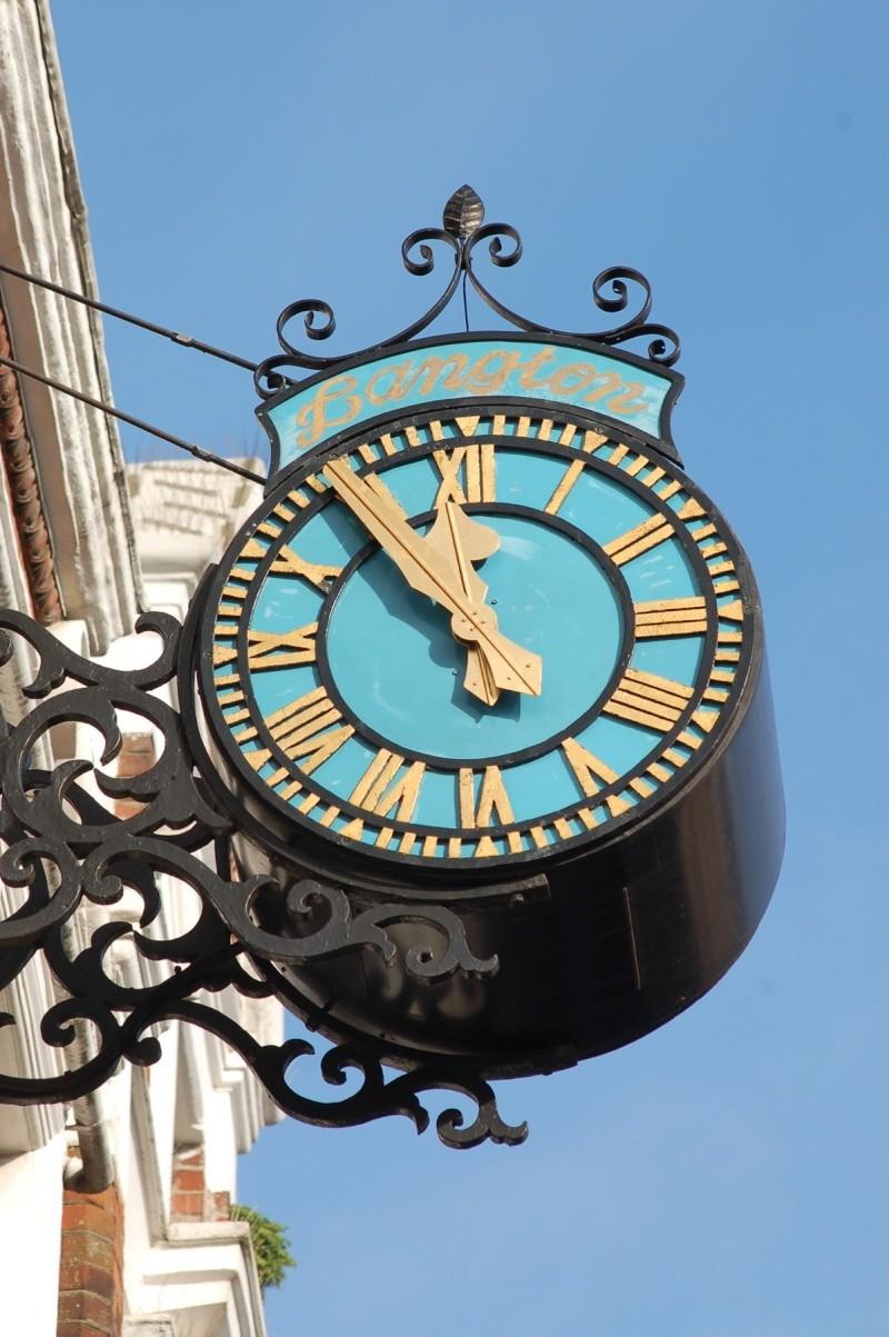 Reçu un beau diapo....Les horloges et pendules des rues..... - Page 6 Horl_l11