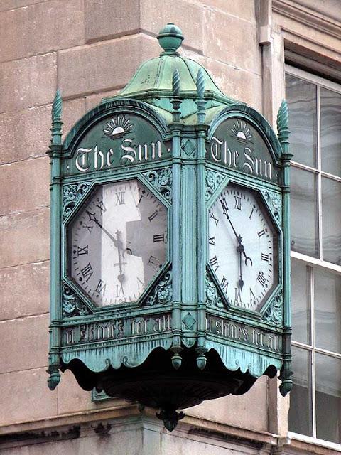 Reçu un beau diapo....Les horloges et pendules des rues..... - Page 5 Horl_s12