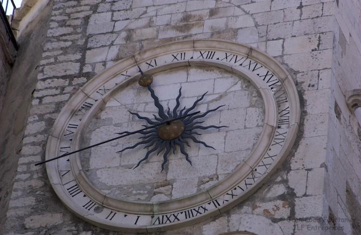 Reçu un beau diapo....Les horloges et pendules des rues..... - Page 6 Horl_s13