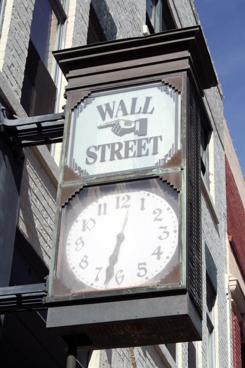 Reçu un beau diapo....Les horloges et pendules des rues..... - Page 5 Horl_w10