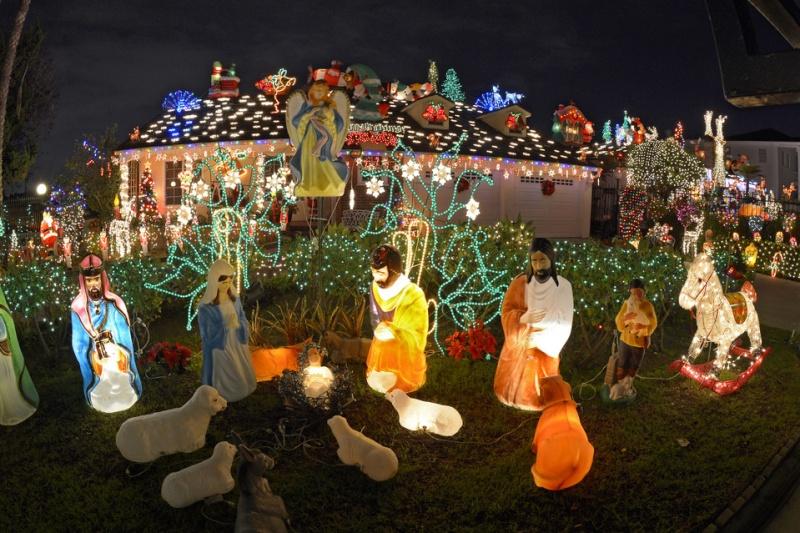 Les illuminations de Noël pour les fêtes 2.015   2.016 ! - Page 2 Illum_13