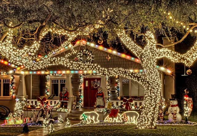 Les illuminations de Noël pour les fêtes 2.015   2.016 ! - Page 2 Illum_16