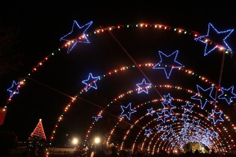 Les illuminations de Noël pour les fêtes 2.015   2.016 ! - Page 3 Illum_24