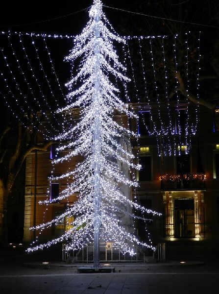 Les illuminations de Noël pour les fêtes 2.015   2.016 ! - Page 5 Illumi11