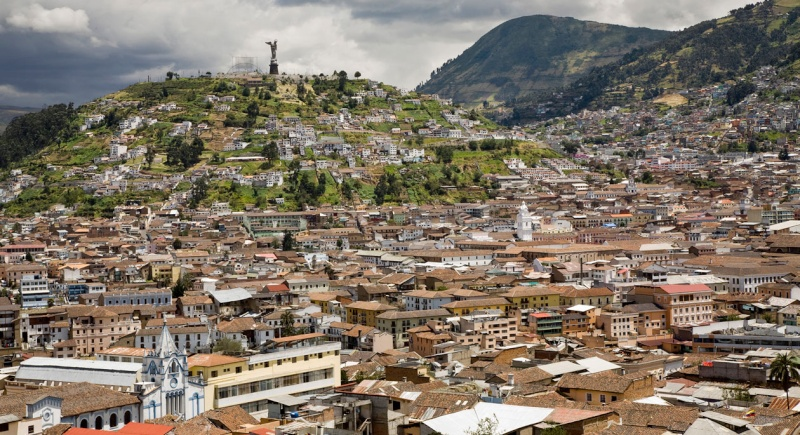 Par ordre alphabétique, des villes et des villages . - Page 38 Quito10