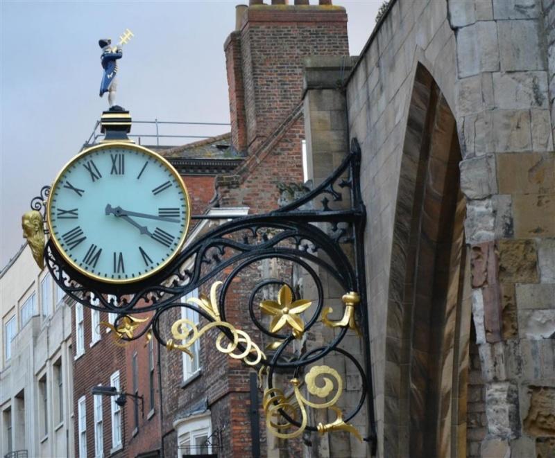 Reçu un beau diapo....Les horloges et pendules des rues..... - Page 4 St-mar10