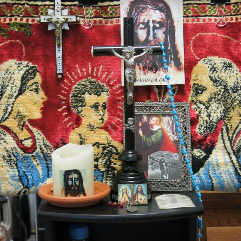 RAPPEL N'oubliez pas de mettre le pain et l'eau sur votre autel cette nuit de Noël2015 Croix_11