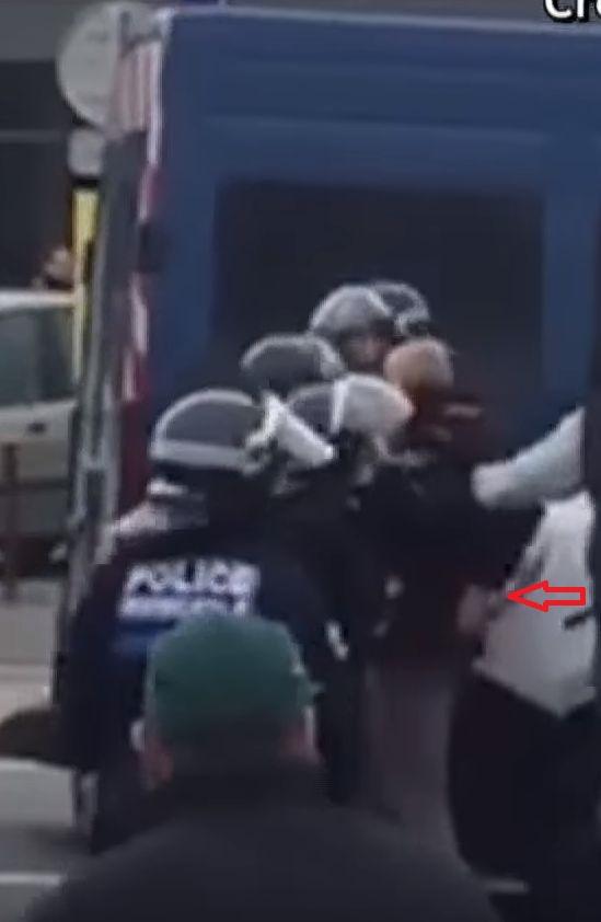 le général Piquemal sort du silence en venant à Calais malgré l'interdiction de la manifestation - arrestation du général Piquemal  - Page 5 Gal-pi10