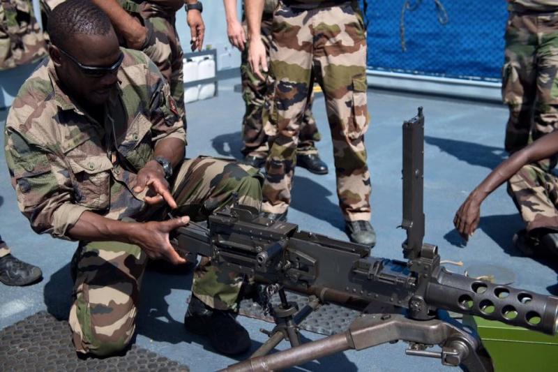 Les actualités de la Marine Française - Page 33 12103