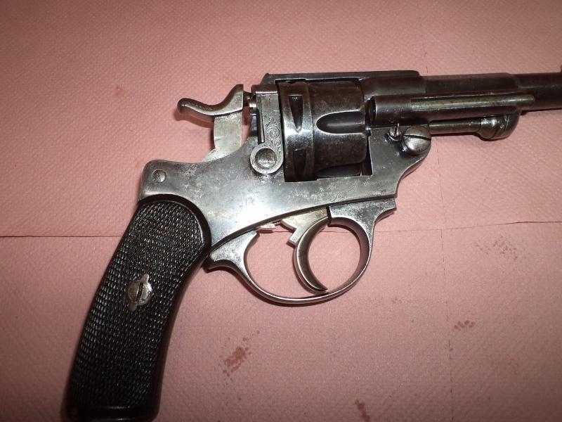 Qui, pour me renseigner sur ce revolver civil 1874 ! 1873 ! Prix de tirs Dsc05417