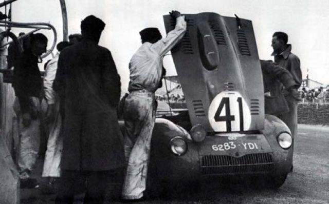 Citroën et Charles DEUTSCH & René BONNET - 1938 > 1949 Db4_nc10