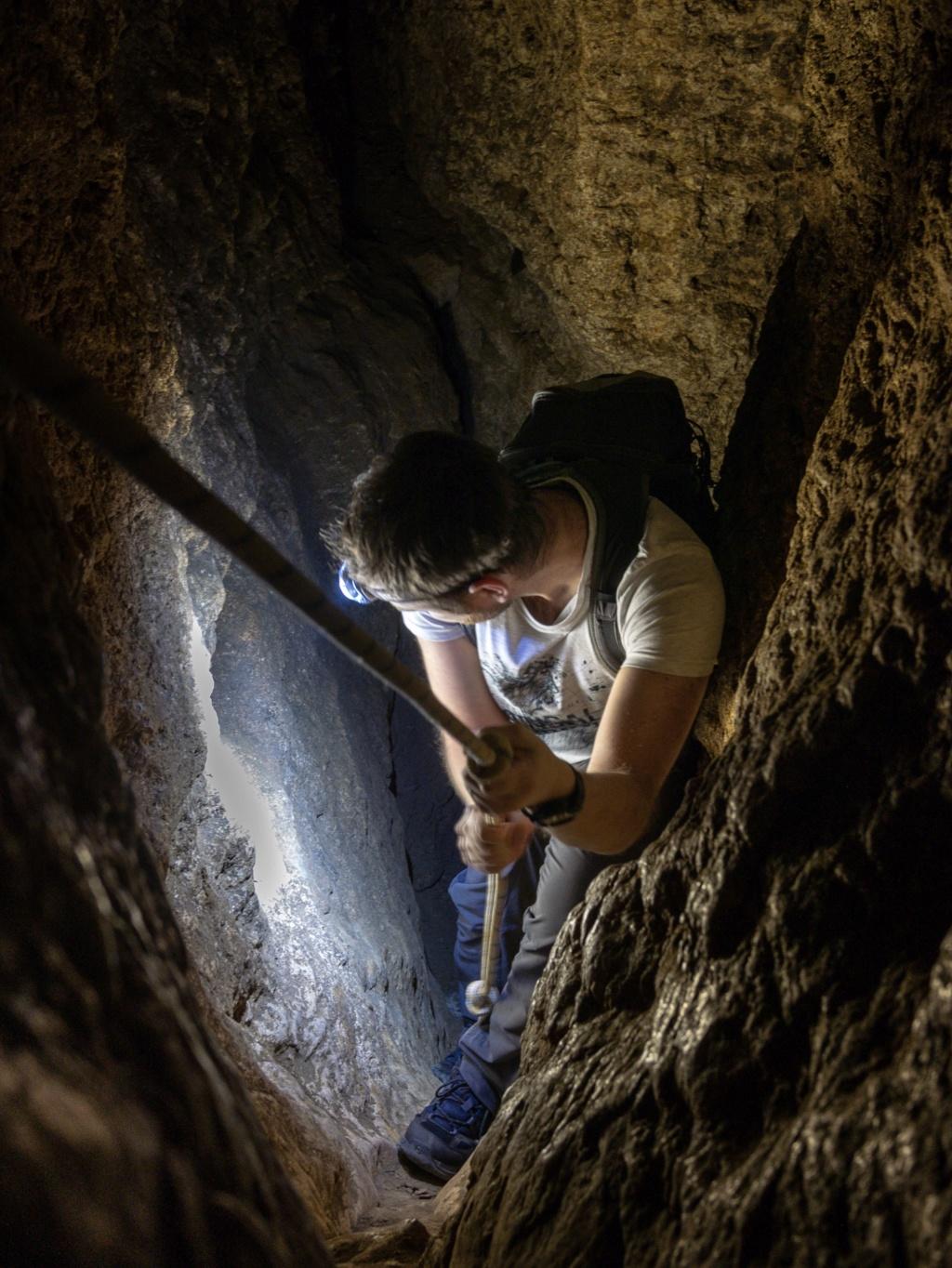 Exploration d'une grotte au cours d'une rando 6dc53d10