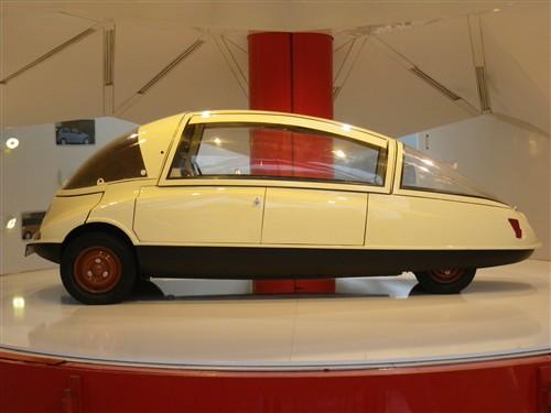 Exposition à la boutique Citroën des Champs Elysées Paris033