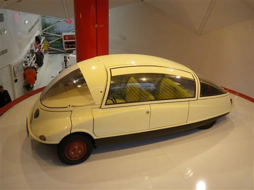 Exposition à la boutique Citroën des Champs Elysées Paris034