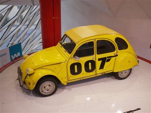 Exposition à la boutique Citroën des Champs Elysées Paris036