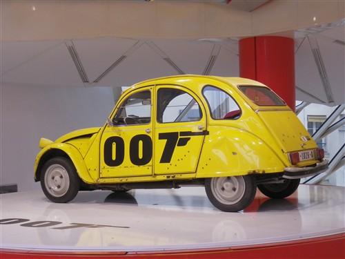 Exposition à la boutique Citroën des Champs Elysées Paris037