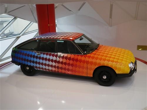 Exposition à la boutique Citroën des Champs Elysées Paris038
