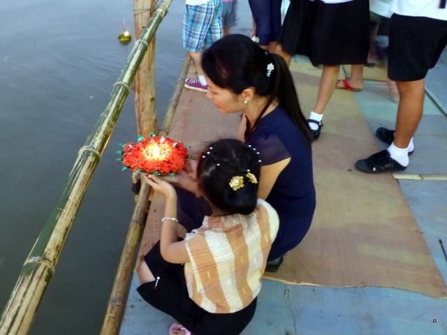 Fête du Loy Kratong, ou la fête des lumières P1110019