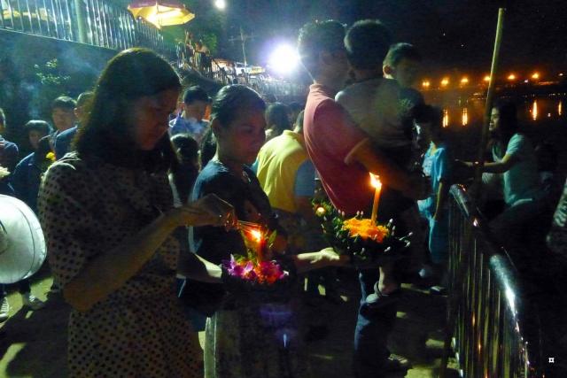 Fête du Loy Kratong, ou la fête des lumières P1110114