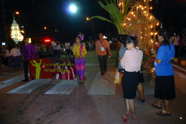 Fête du Loy Kratong, ou la fête des lumières P1110118